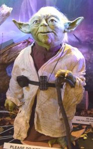 YODA Star Wars Animatronic movieSFX Schwerthelm Ziehfreund