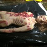 Mädchenleiche unterernährt SFX Leichendummie Dummie Film TV Kino movieSFX