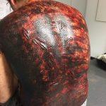 Messerstiche Rücken SFX getrocknetes Blut