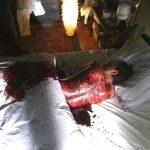 Messerstiche Rücken SFX Prosthetics getrocknetes Blut