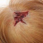 Offene Kopfwunde mit Haare Fraktur SFX Maske