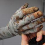 Verschimmelter Arm Exhumierung Rechtsmedizin SFX Silikon Dummiearm Film TV Kino