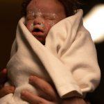 Neugeborenen Dummie Silikon mit Perücke movieSFX Filmeffekte
